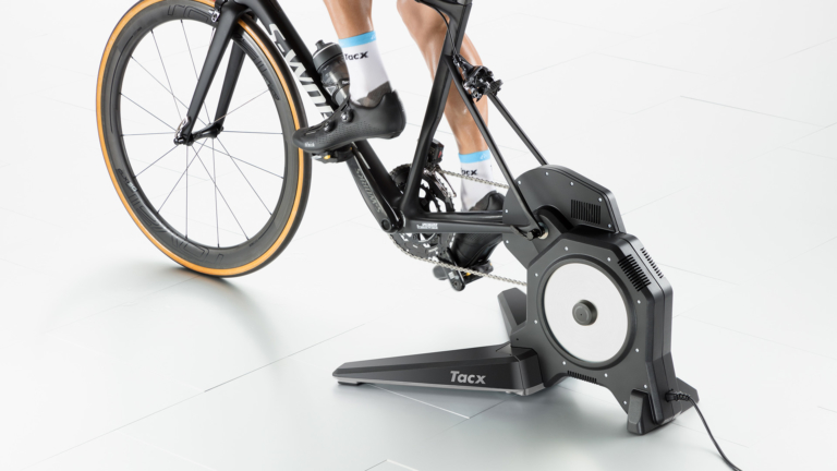 T2900S_Tacx-FLUX-Smart-bike-trainer_in-use_back_gallery-768x432